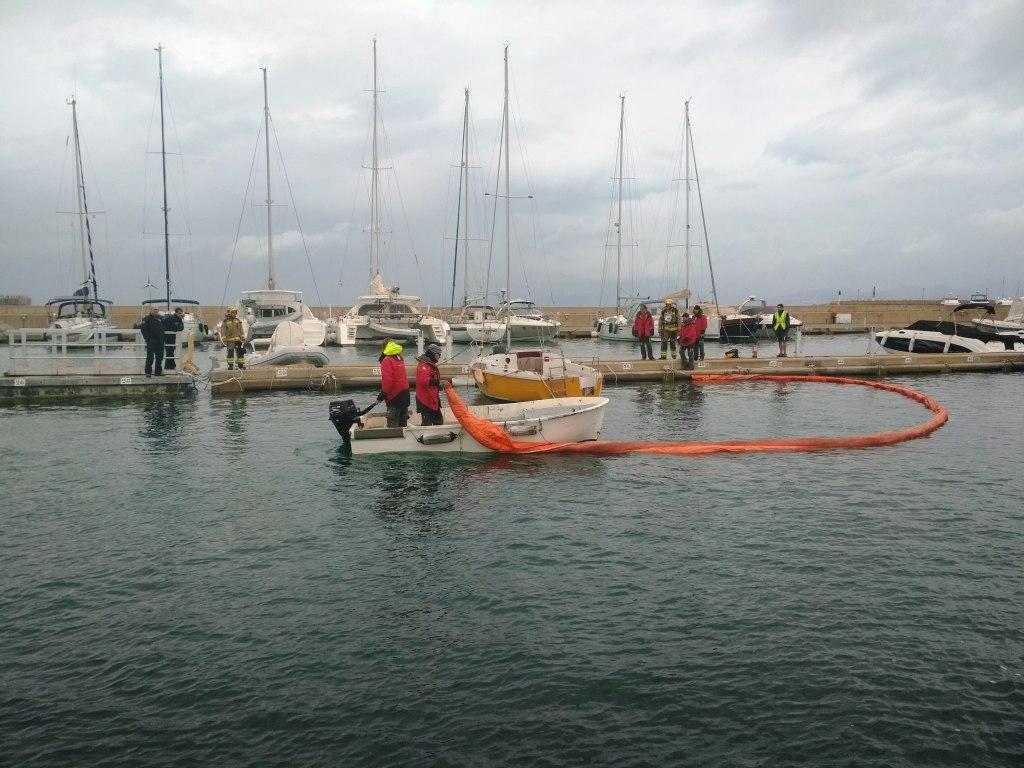 Simulacro de incendio en una embarcación de recreo en el puerto de l'Escala - NAUCHERglobal