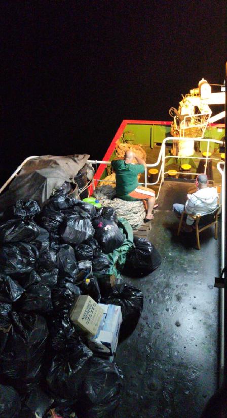 Con las basuras a bordo